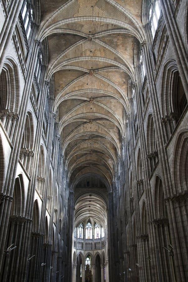 Voûtes gothiques dans la cathédrale de Rouen images libres de droits
