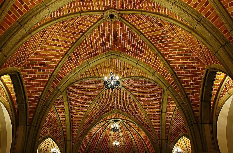 Voûtes sur le toit du bâtiment médiéval photo libre de droits