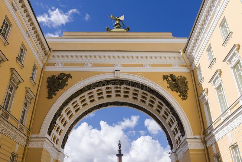 Voûte de l'état-major à St Petersburg photo stock