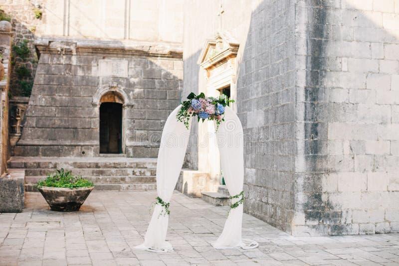 Voûte de mariage de destination photos libres de droits