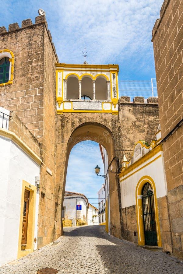 Voûte de Santa Clara dans les rues d'Elvas - le Portugal photographie stock libre de droits