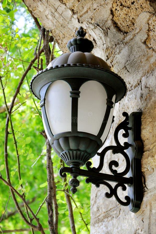 Voûte en pierre avec des lanternes photos libres de droits