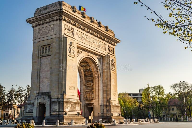 Voûte roumaine de Triumph à Bucarest, Roumanie image stock