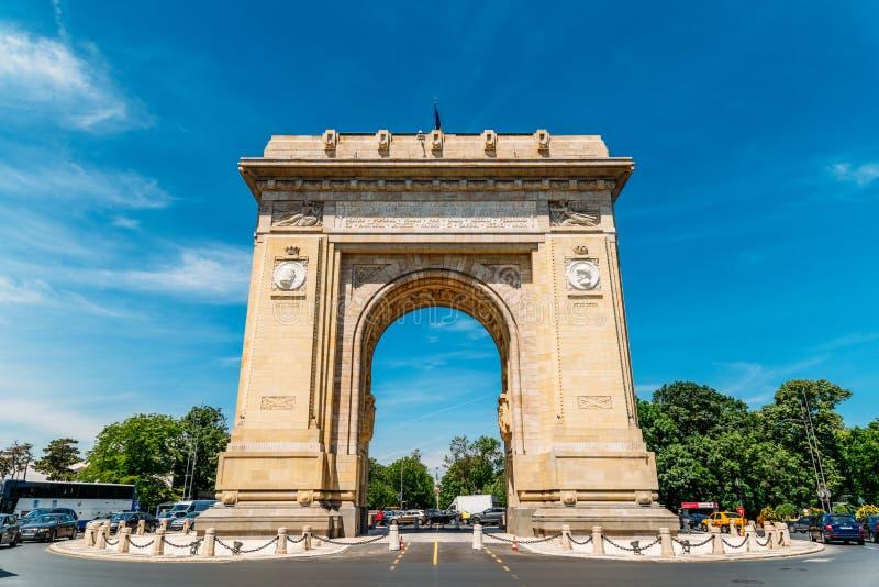 Voûte triomphale d'Arcul de Triumf à Bucarest image stock