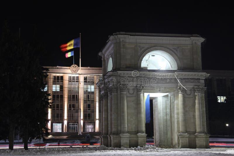 Voûte triomphale la nuit, Kishinev Chisinau Moldau photos libres de droits