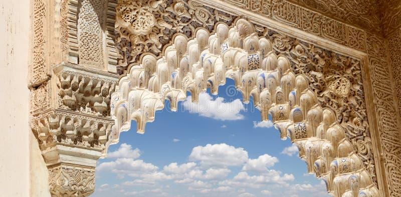 Download Voûtes Dans Le Style (mauresque) Islamique à Alhambra, Grenade,  Espagne Photo