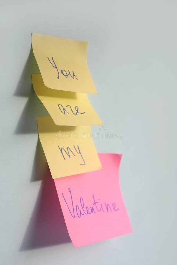 Você é minhas palavras do Valentim em etiquetas no fundo azul, cartão do dia de Valentim foto de stock