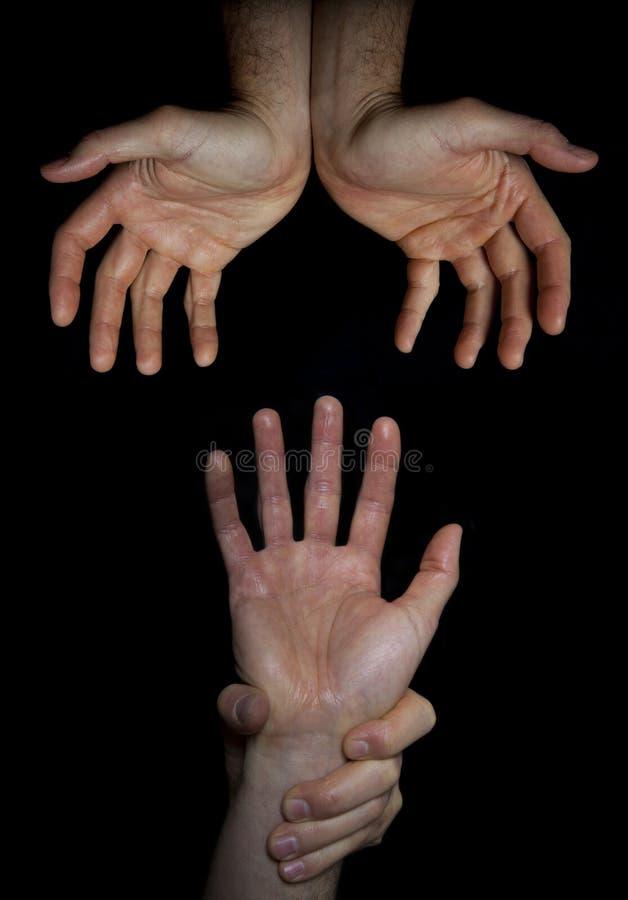 Vocación religiosa Intento de la mano para alcanzar dos manos abiertas imagen de archivo