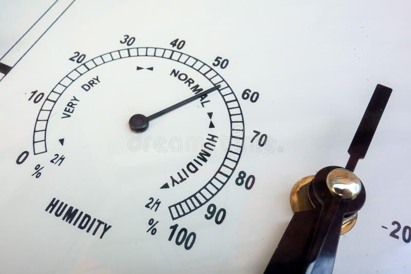 Vochtigheidsmetingen De hygrometerclose-up van naaldinstrumenten Weersomstandigheden en meteorologische parameters Gezicht van an royalty-vrije stock foto's