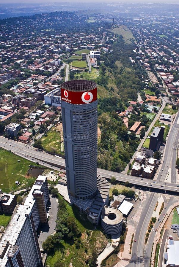 Vodafone calificó el rascacielos - Vodacom Ponte imagen de archivo libre de regalías