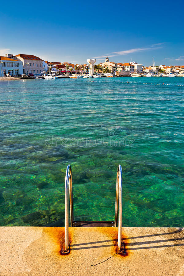 Vodice视图镇从海滩的 库存图片