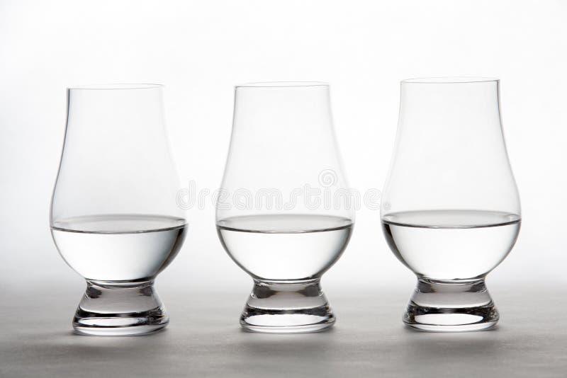 Vodka dans trois Crystal Tasting Glasses photographie stock