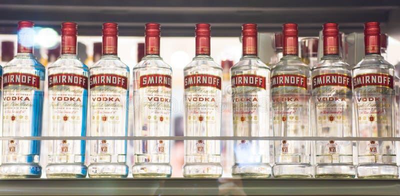 Vodka di Smirnoff che è venduta nel negozio di alcolici in Ontario fotografia stock libera da diritti