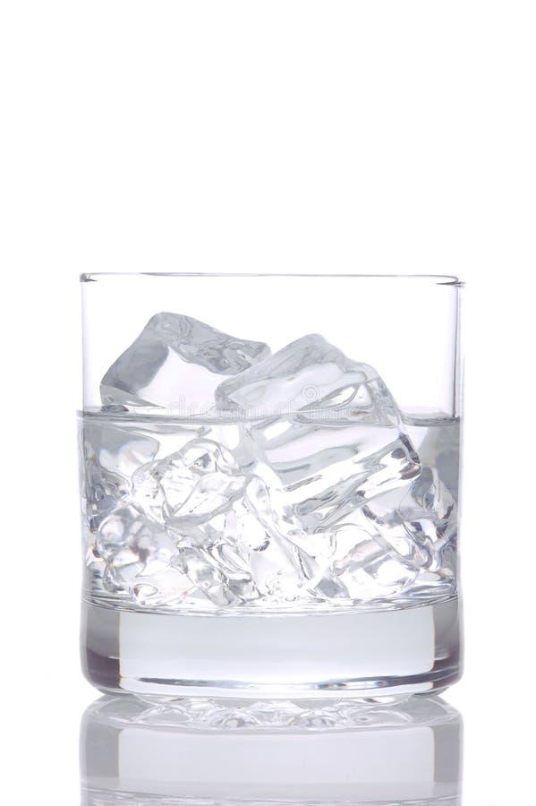 Vodka e hielo en blanco imagen de archivo libre de regalías