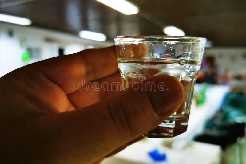 vodka pequena na mão fotografia de stock royalty free