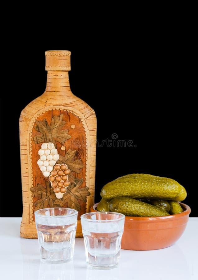 Vodka y pepinos fotografía de archivo libre de regalías