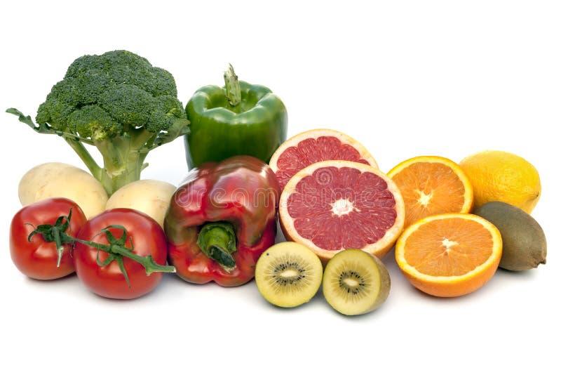 Voedsel die die Vitamine C bevatten op Wit wordt geïsoleerd royalty-vrije stock foto