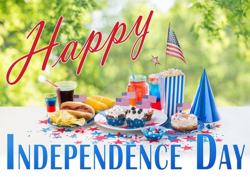 Voedsel en dranken op de Amerikaanse partij van de onafhankelijkheidsdag royalty-vrije stock foto's