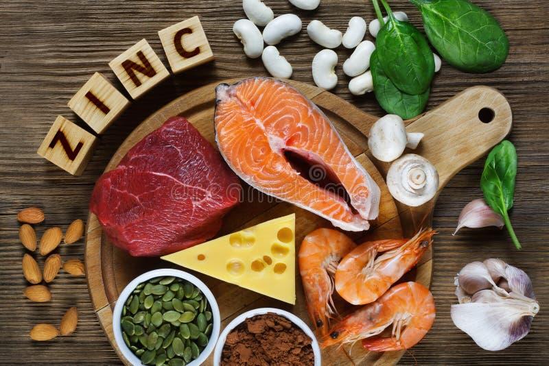 Voedsel Hoog in Zink stock fotografie