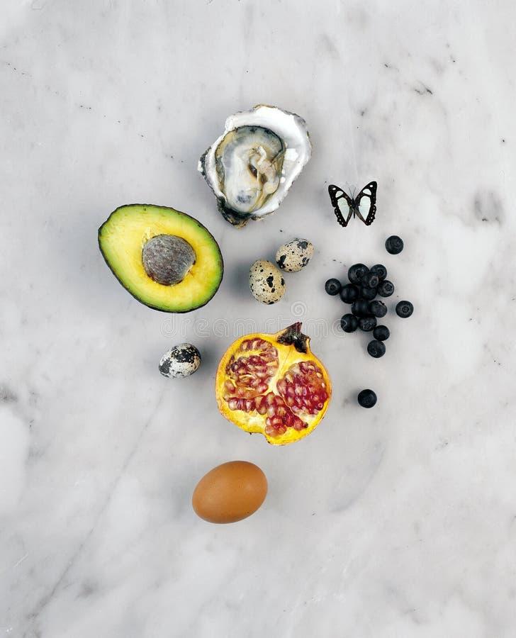 Voedsel op marmeren achtergrond royalty-vrije stock foto's
