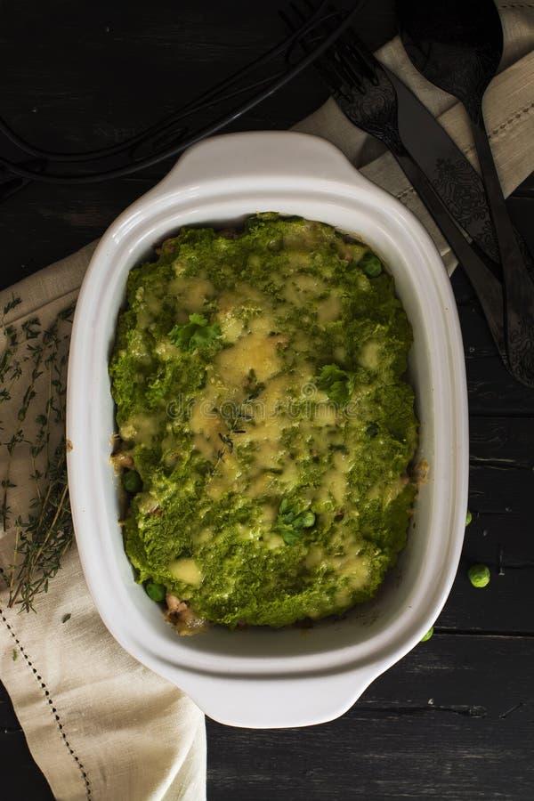Voedsel op z'n gemak - braadpan met gehakt en veggies stock afbeelding