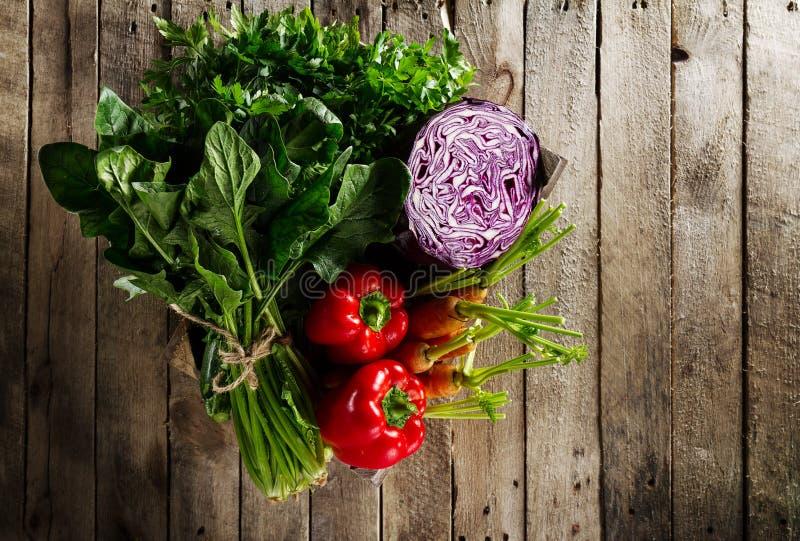 Voedsel Plantaardige Kleurrijke Achtergrond Smakelijke Verse Groenten in Wo stock afbeelding