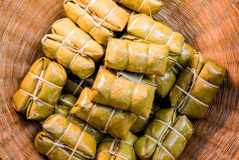 Voedsel Thais dessert in een mand stock foto's