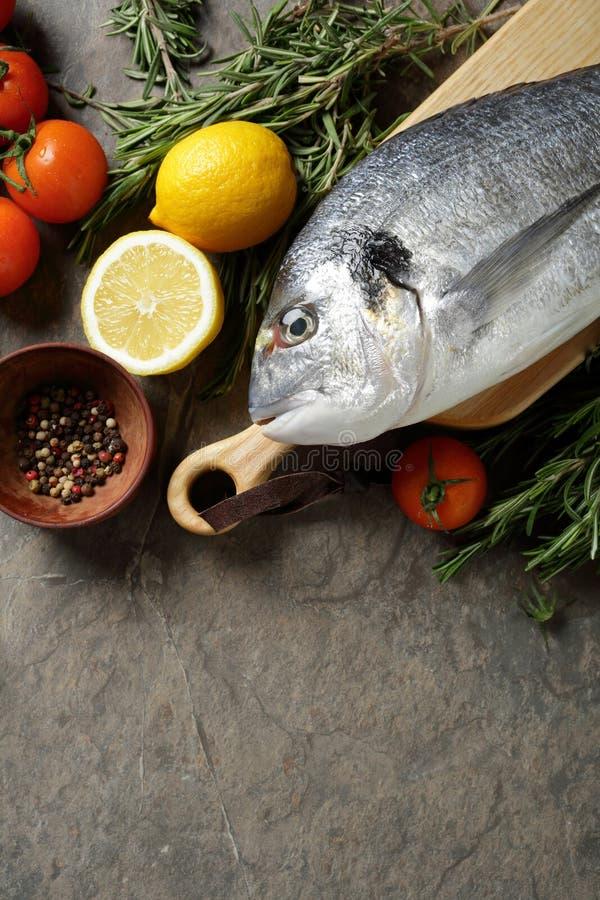 Voedselachtergrond met vissen stock afbeeldingen