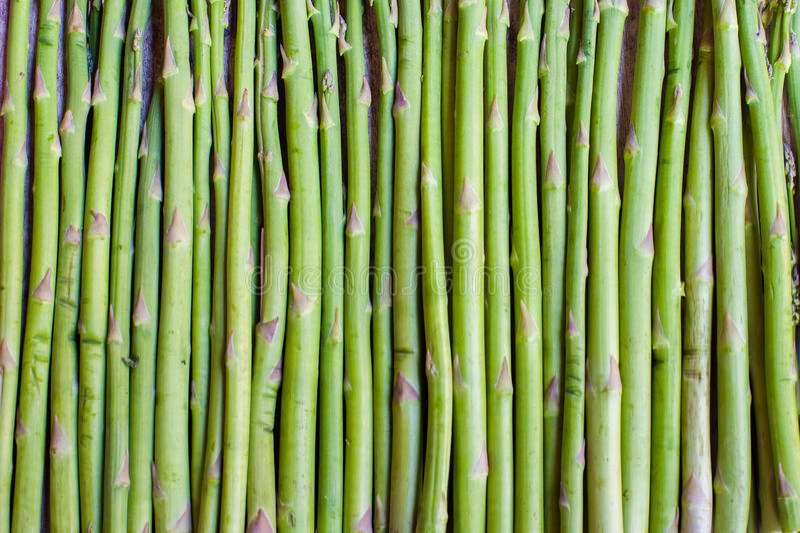 Voedselachtergrond van groene aspergestam stock foto's