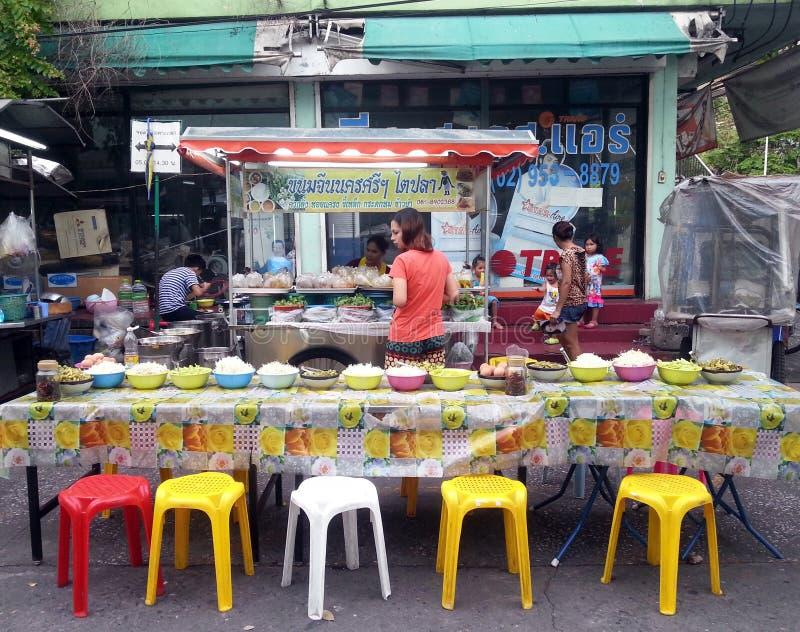 Voedselbox op de straat royalty-vrije stock afbeelding