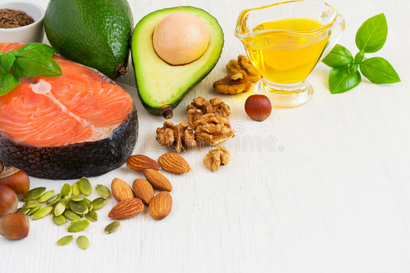 Voedselbronnen van Omega 3 en gezonde vetten, exemplaarruimte stock afbeeldingen