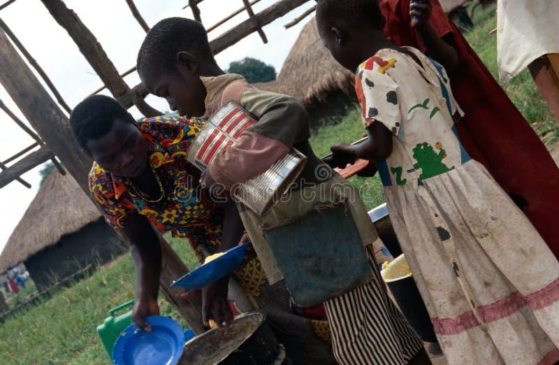 Voedseldistributie, Oeganda royalty-vrije stock afbeelding