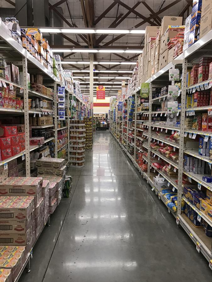 Voedseldoorgang in een Amerikaanse Supermarktopslag royalty-vrije stock foto