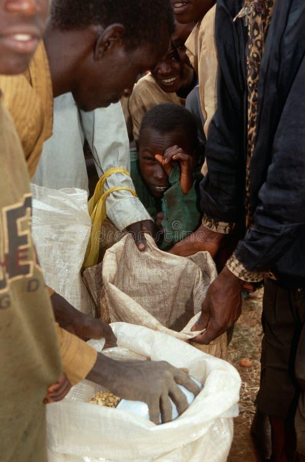 Voedselhulp in Burundi. stock afbeeldingen