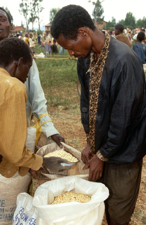 Voedselhulp in Burundi. stock fotografie