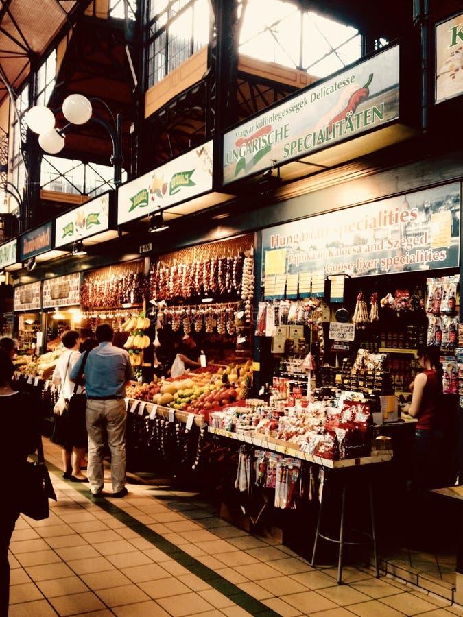 Voedselmarkt in Boedapest stock afbeeldingen