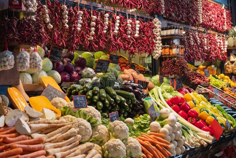 Voedselmarkt in Boedapest, Hongarije stock foto