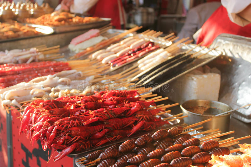 Voedselmarkt in Peking stock foto's