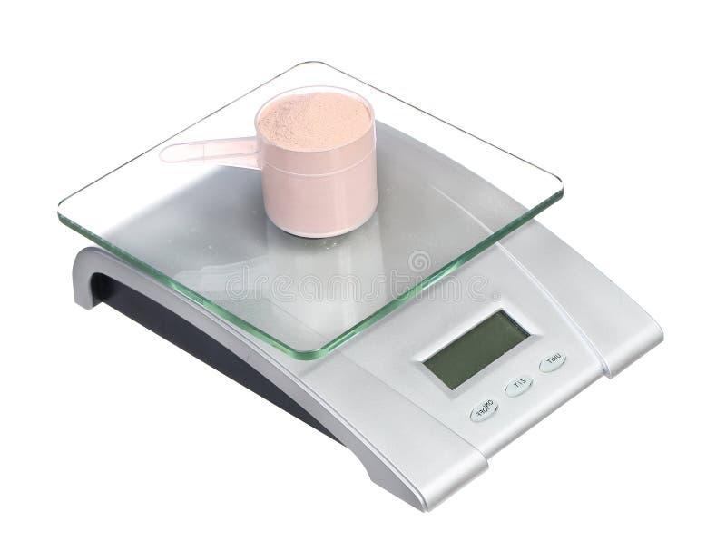 Voedselschaal met lepel van proteïne op wit wordt geïsoleerd dat stock afbeelding
