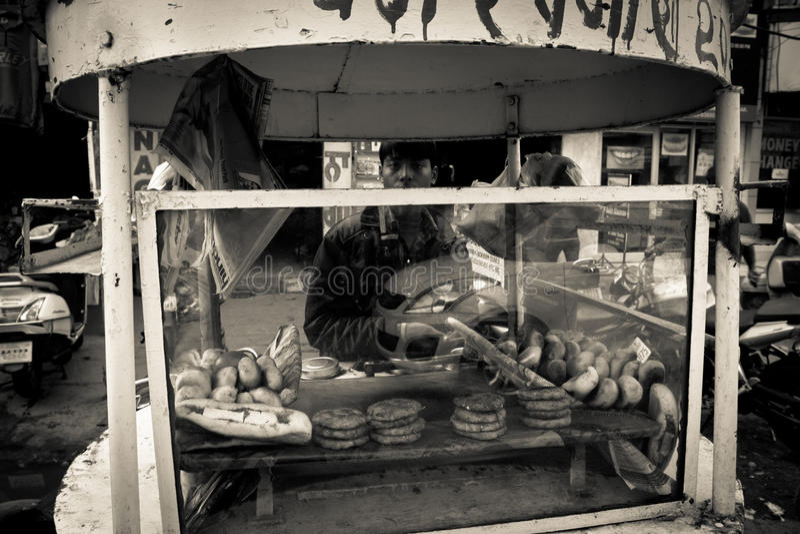 Voedselverkoper van Amritsar, Punjab, India stock afbeeldingen