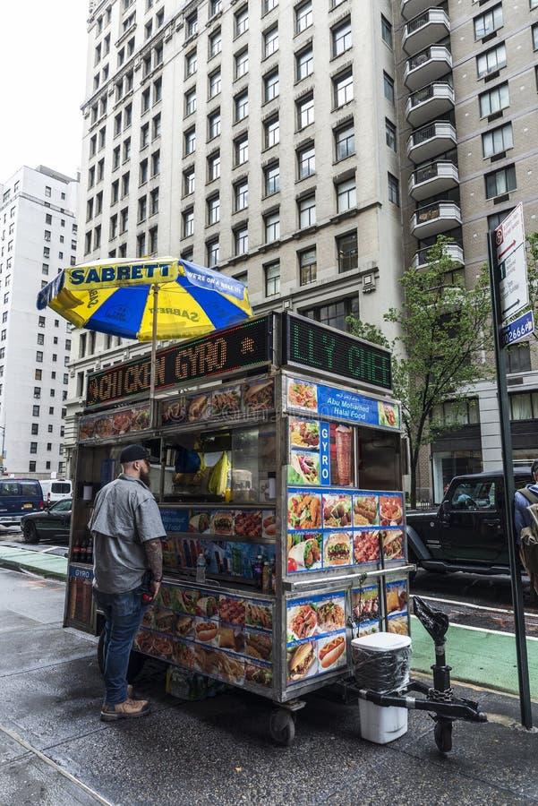Voedselvrachtwagen op Fifth Avenue in de Stad van New York, de V.S. stock fotografie