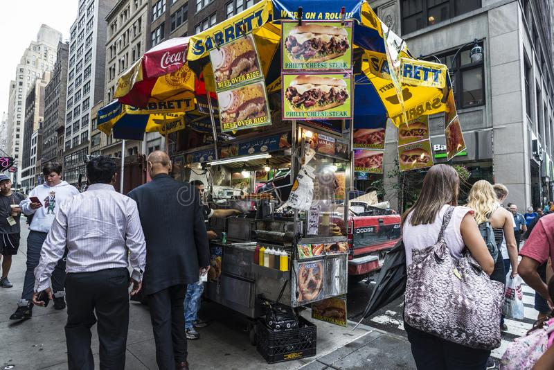 Voedselvrachtwagen op Fifth Avenue in de Stad van New York, de V.S. stock afbeeldingen