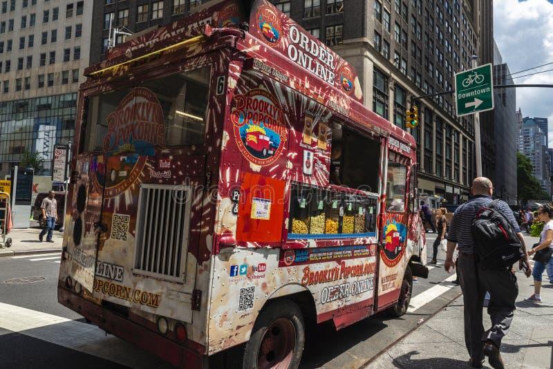 Voedselvrachtwagen van popcorn in de Stad van New York, de V.S. stock foto