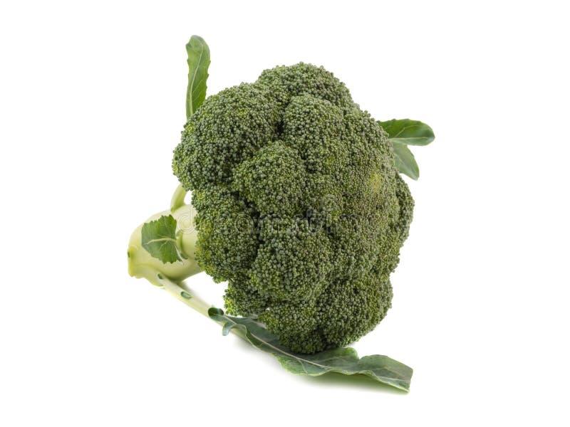Voedzame broccoli met groene die bladeren op witte achtergrond worden geïsoleerd Verse product-groenten vegetables stock fotografie