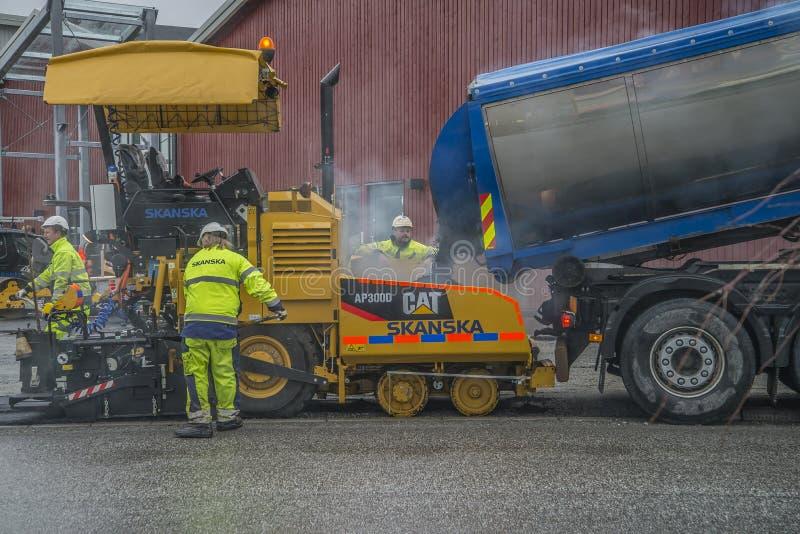 Voegt nieuw asfalt toe stock afbeelding