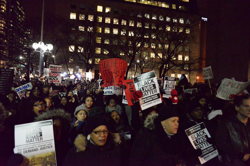 Voert de Zwarte Gemeenschap van Toronto actie in solidariteit met Ferguson-protesteerders stock fotografie