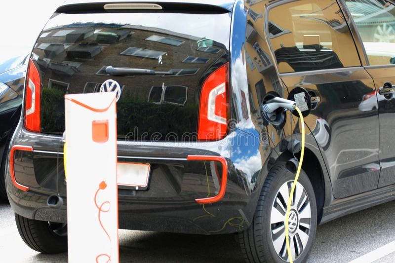 Voertuig met een elektrische motor De auto van Eco stock foto