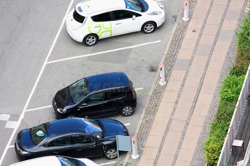 Voertuig met een elektrische motor De auto van Eco stock afbeelding