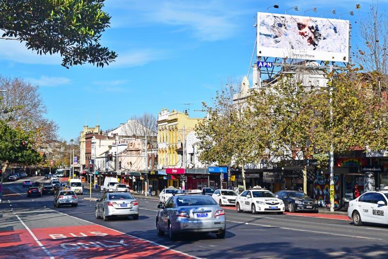 Voertuigen die op Oxford St kruisen dat populaire voorstad zoals Darlinghurst en Paddington in Sydney, Australië doorneemt royalty-vrije stock afbeelding