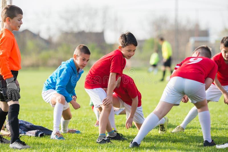 Voetbal opleiding voor jonge geitjes royalty-vrije stock afbeeldingen